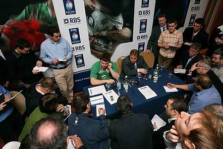 Brian O'Driscoll and Eddie O'Sullivan are surrounded by journalists