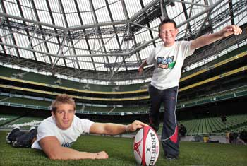 Darragh Whelan with Luke Fitzgerald at the launch of PLAY RUGBY