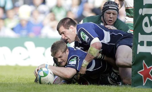Leinster's Jamie Heaslip scores try against Leicester during the 2009 Final