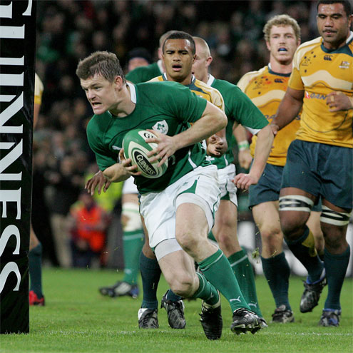 Brian O'Driscoll snipes through for a last-minute try
