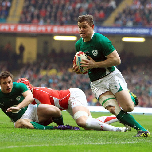 Brian O'Driscoll breaks through for an early try