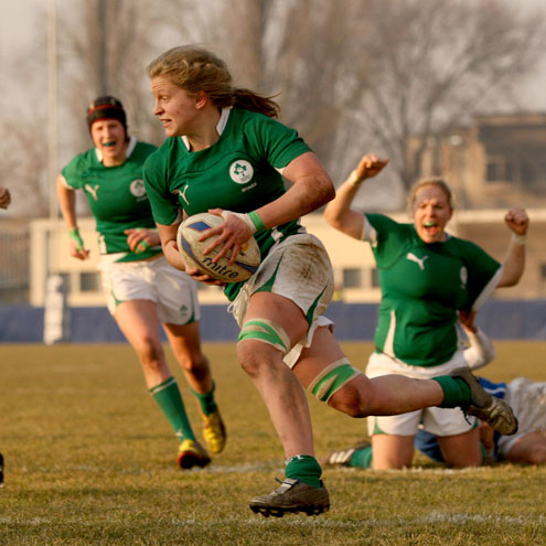Claire Molloy runs in for a try against Italy