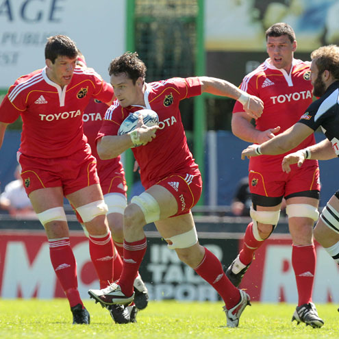 David Wallace leads an attack for Munster