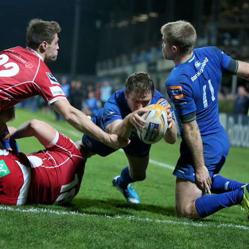 Eoin Reddan dives over to score Leinster's bonus point try