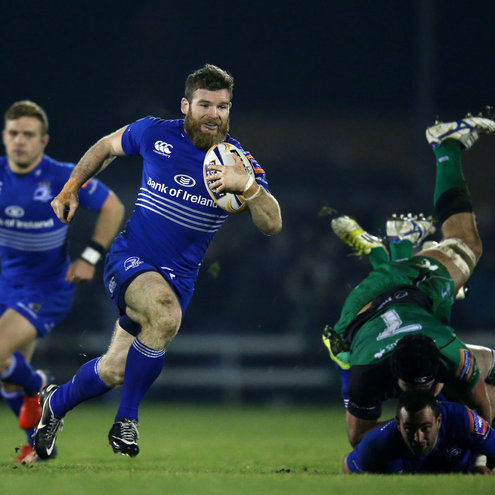 Gordon D'Arcy makes a break for Leinster