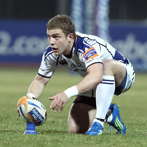 Ian Madigan lines up a place-kick in Viadana