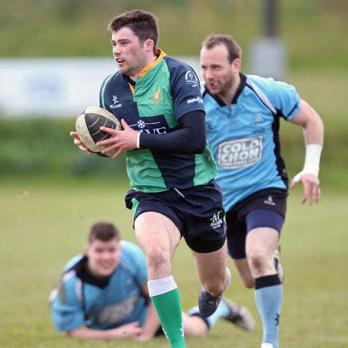 Centre James Thompson charges forward for 'Hinch