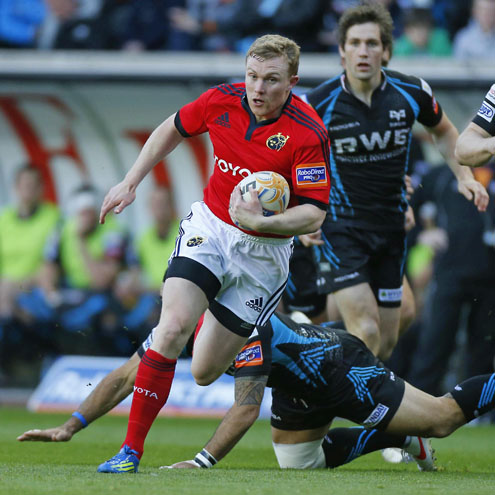 Keith Earls makes a break which led to Munster's only try