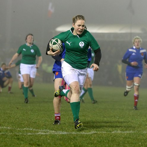 Niamh Briggs breaks through for her try