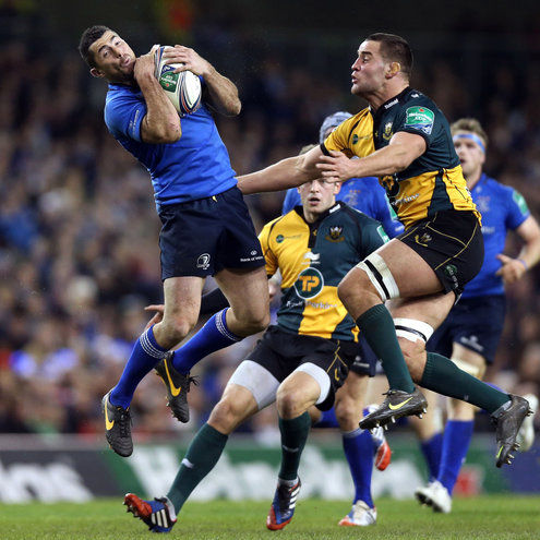 Rob Kearney leaps for a high ball at the Aviva Stadium