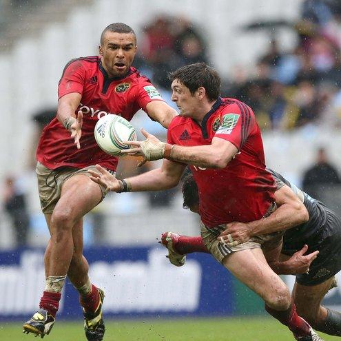 James Downey offloads to Simon Zebo in Paris