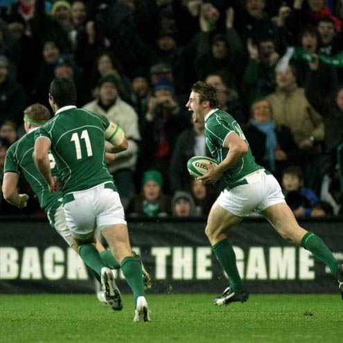 Tommy Bowe runs in his late try against Argentina