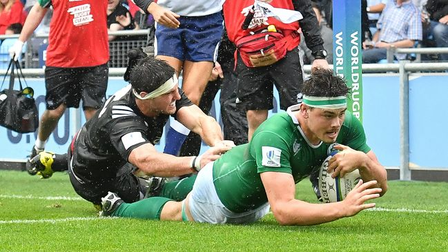 Max Deegan crashes over for Ireland's third try