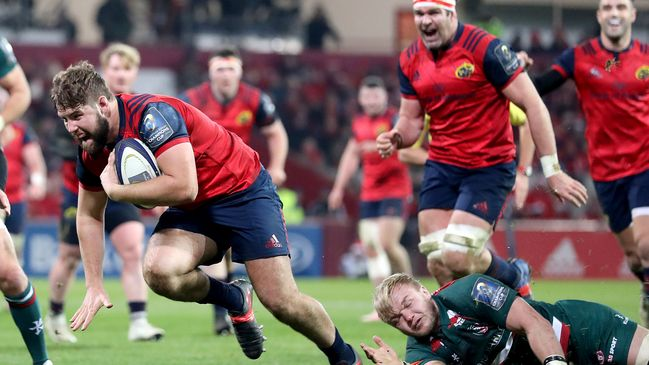Rhys Marshall breaks through to score Munster's opening try