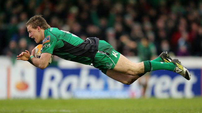 Kieran Marmion dives over for Connacht's third try