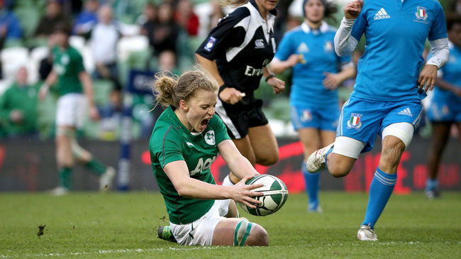 Claire Molloy crosses for a first half try