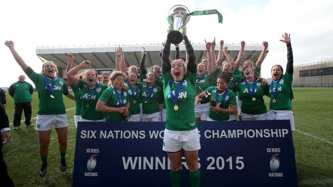 Niamh Briggs lifts the Women's Six Nations trophy
