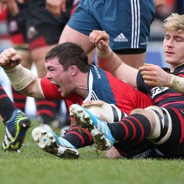 Peter O'Mahony celebrates after scoring Munster's bonus point try