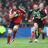 Flanker Alan Quinlan stretches his legs as Munster try to break clear of a stubborn Montauban side