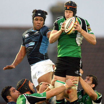 Connacht lock Andrew Farley beats Glasgow's Stevie Swindall to a lineout ball