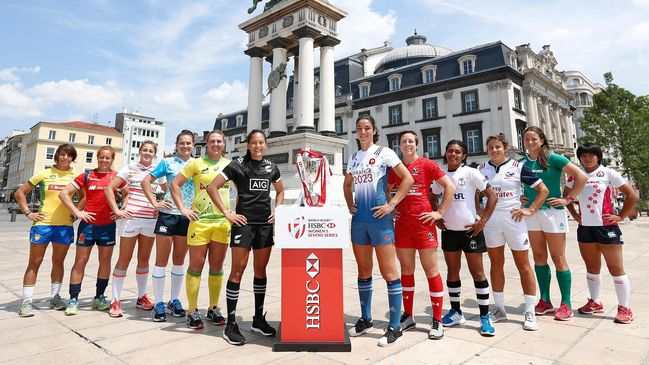 Ireland's Audrey O'Flynn with the Clermont 7s captains