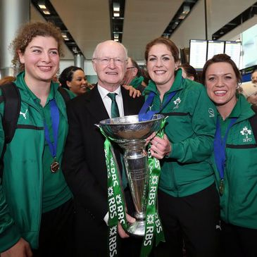 IRFU President Billy Glynn with Jenny Murphy, Fiona Coghlan and Lynne Cantwell