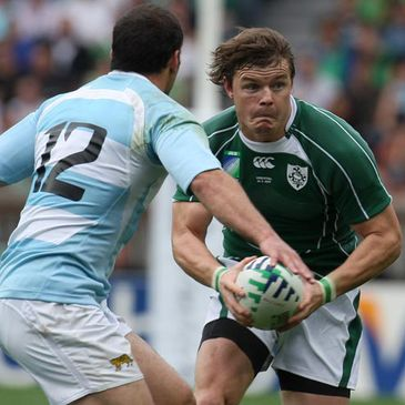 Brian O'Driscoll takes on Felipe Contepomi during the 2007 Rugby World Cup