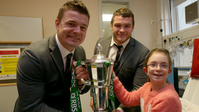 Brian O'Driscoll and Jack McGrath with Amy Louise Fenton in Temple Street Hospital