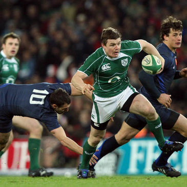 Brian O'Driscoll breaks past Lionel Beauxis