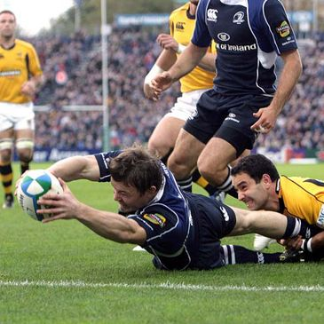 Brian O'Driscoll stretches to score his and Leinster's first try