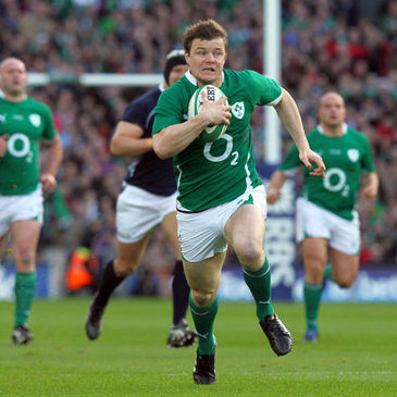 Brian O'Driscoll breaks through for Ireland's opening try