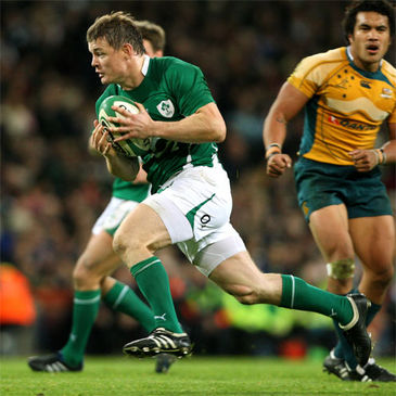 Brian O'Driscoll breaks through to score against Australia