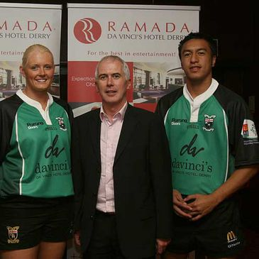 Glenda Fleming and Ioane Ioane pose with Garvin O'Doherty