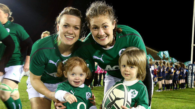 Ireland's Lynne Cantwell and Fiona Coghlan with the team mascots