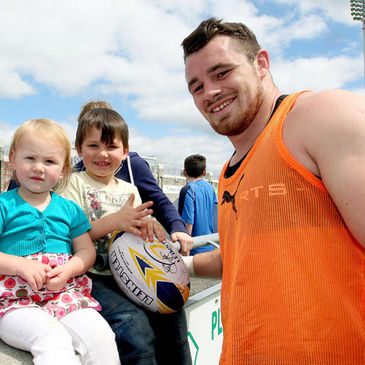 Cian Healy with young Leinster fans Ella and Josh