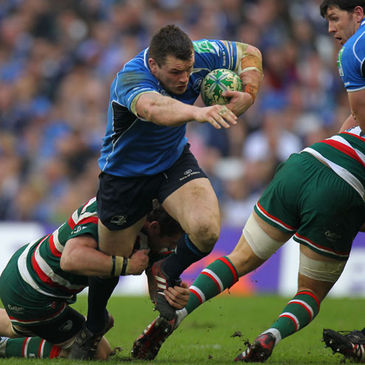 Cian Healy on the charge for Leinster