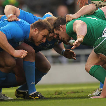 Cian Healy takes on Lorenzo Cittadini