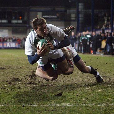 Niall O'Brien dives for the try line