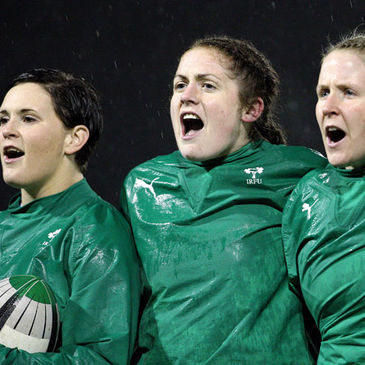 Fiona Coghlan belts out 'Ireland's Call' alongside Jo O'Sullivan and Joy Neville