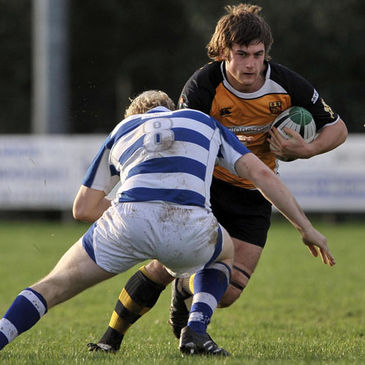 Buccaneers flanker Colin Watters on the charge