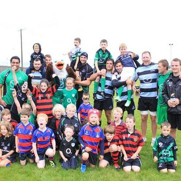 The Tuam RFC youngsters pose with some Connacht players