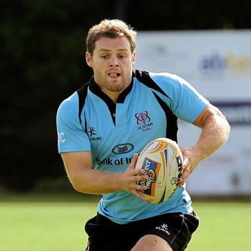 Darren Cave training with the Ulster squad