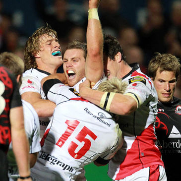 Ulster celebrate Darren Cave's try against Edinburgh