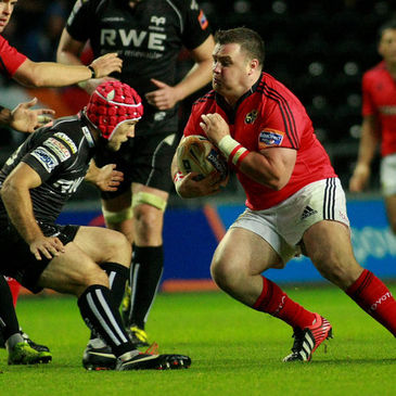 David Kilcoyne takes on the Ospreys' Richard Fussell