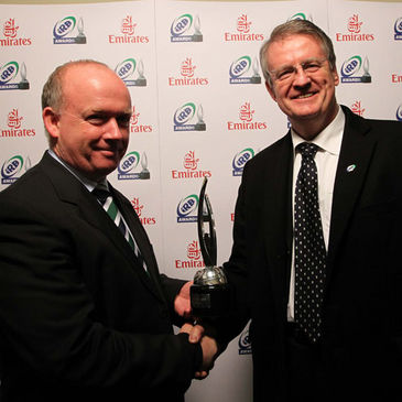 Declan Kidney receives the IRB Coach of the Year award