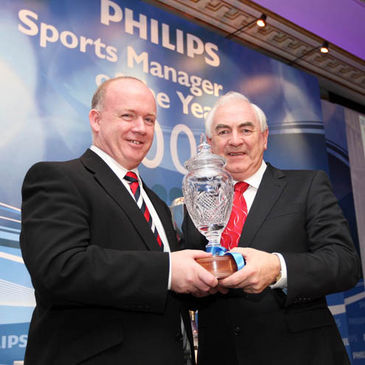 Declan Kidney receives the Philips Sports Manager of the Year award