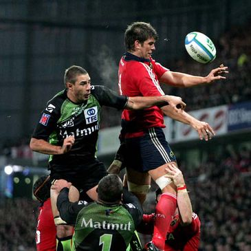Donncha O'Callaghan wins a lineout for Munster