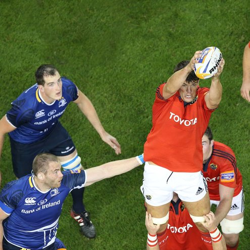 Donncha O'Callaghan wins a lineout ball against Leinster