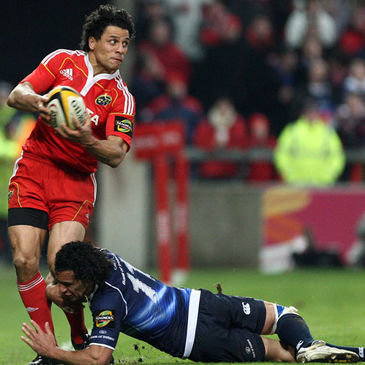 Isa Nacewa tackles Doug Howlett during an interprovincial derby