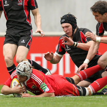 Scrum half Duncan Williams scores for Munster